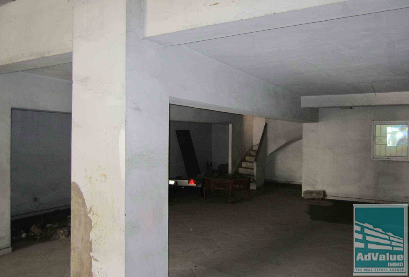 DV.112 B : Local commercial de 204 m²