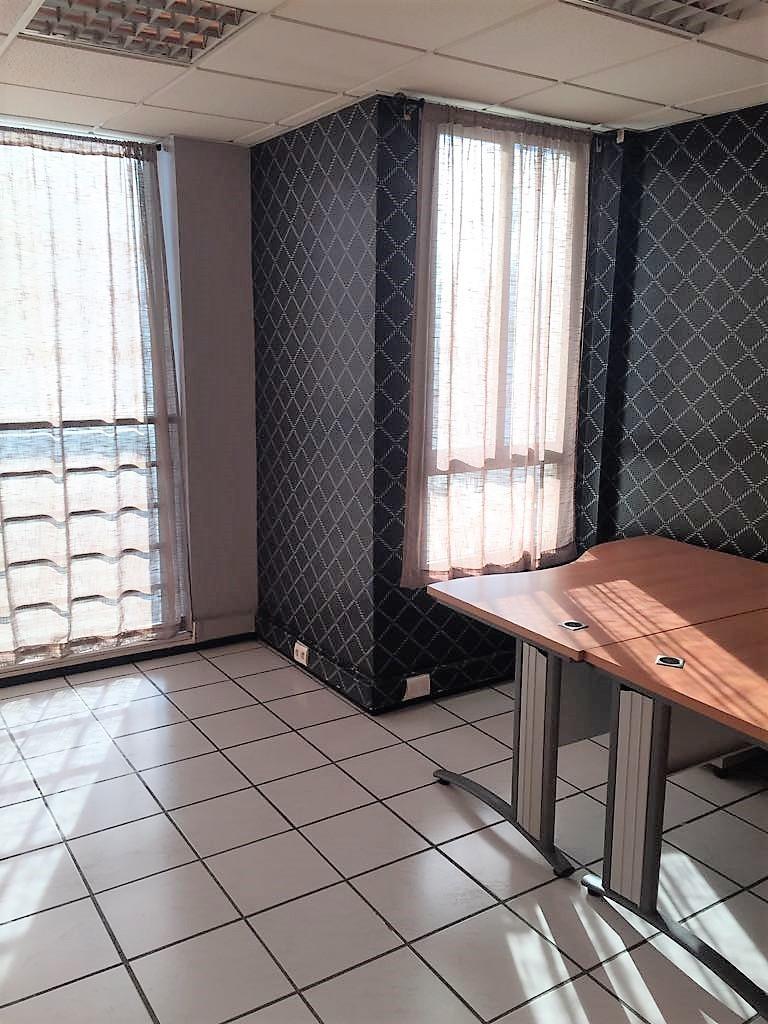 DL.326 : Plateau bureau de 120 m² Bd Zerktouni :