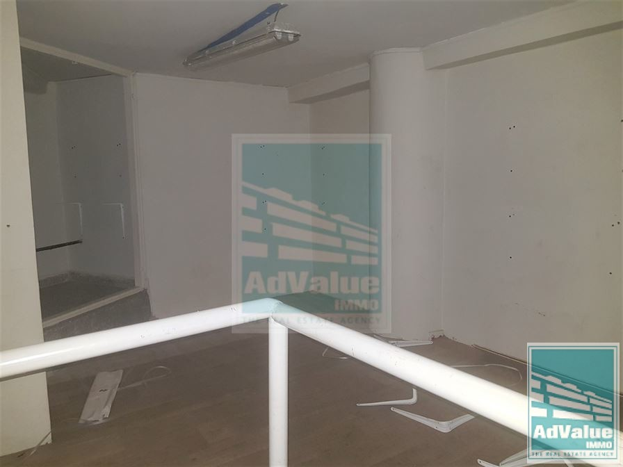 DL.429 : Local commercial de 80 m² à Racine :