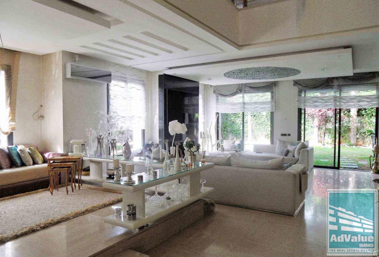 DV.180 : Magnifique villa avec piscine  :