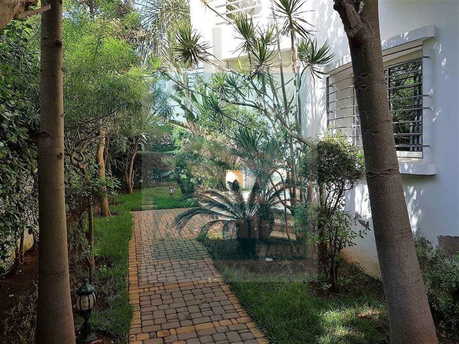 DV.304 : Superbe Villa avec piscine à Aïn Diab :