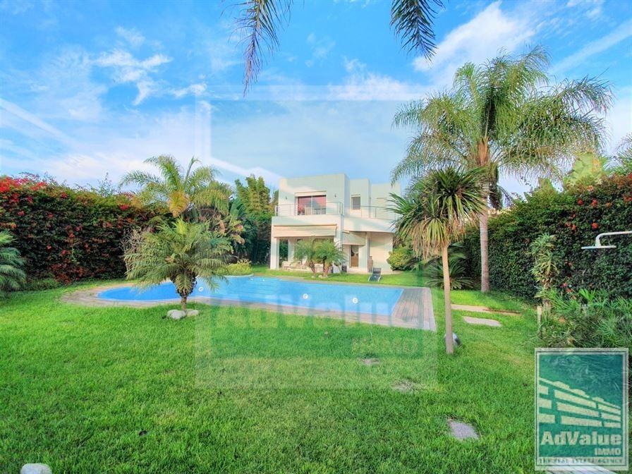 DV.557 : Villa de maitre avec piscine à Aïn Diab :