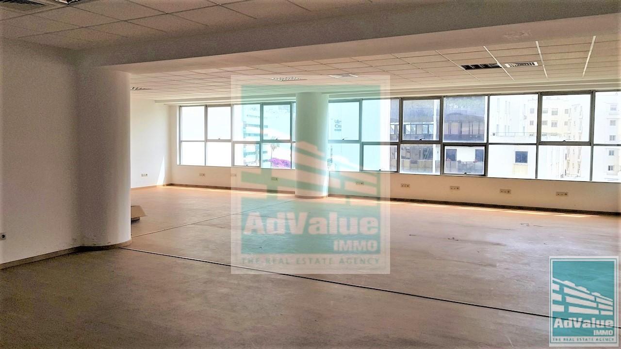 DL.374 : Plateau bureau de 136 m² à Abdelmoumen :