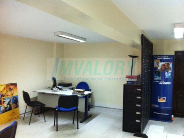 A vendre bureau situé à BD Benkadour sup 165 m²