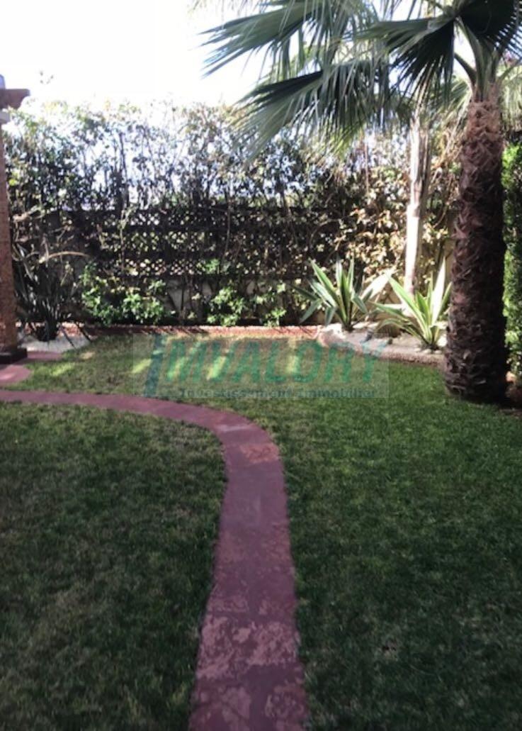 A vendre belle villa 405m² Ain diab résidence fermée