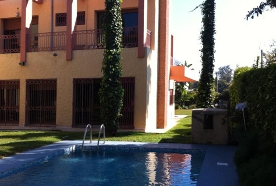 A vendre Villa de 1500m² Longchamps