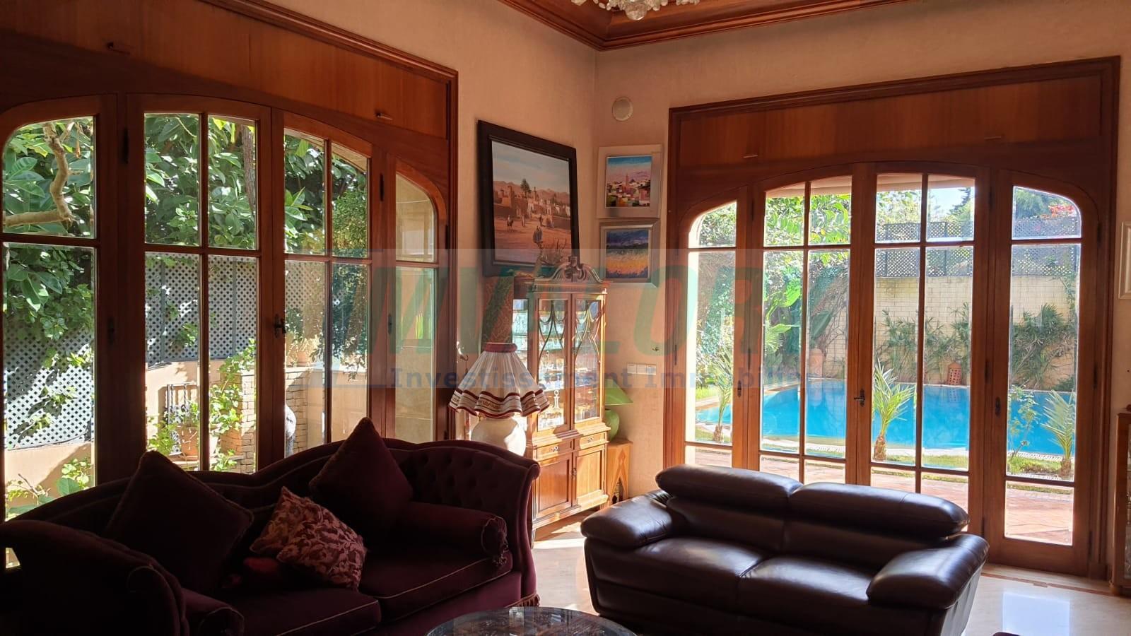 A Vendre Villa de prestige  872m² Longchamps