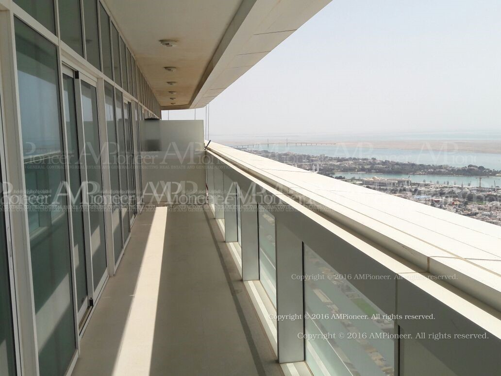 1BR Apt Amazing Sea View from Top Floor