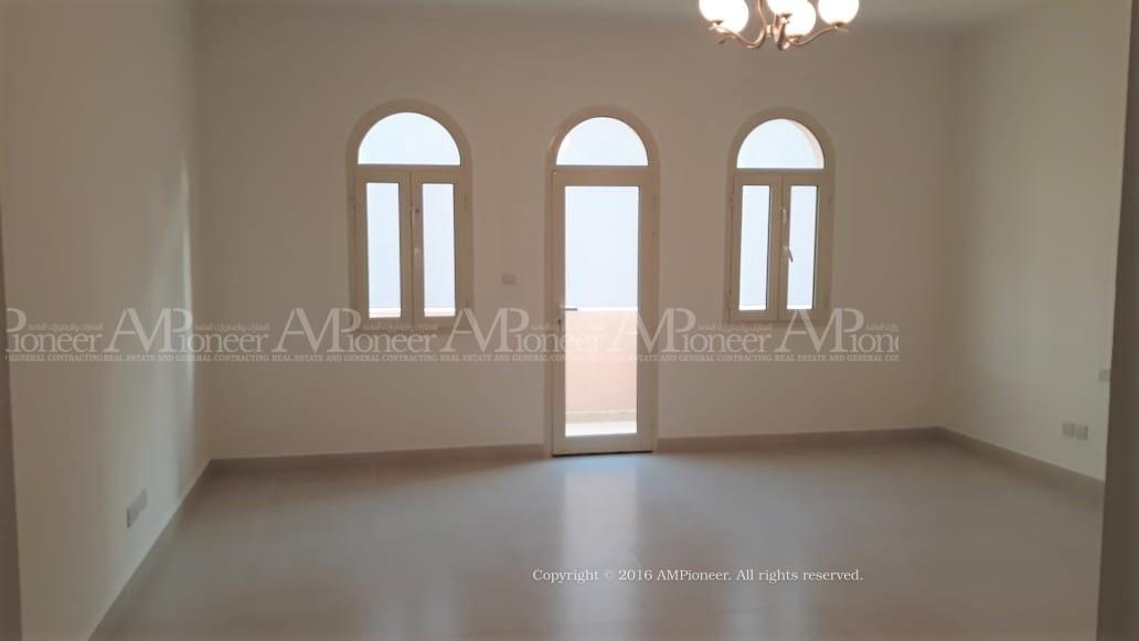 4+1Maidroom villa near al Bateen Airport