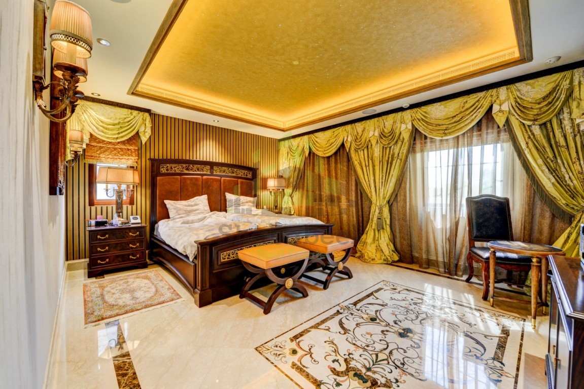 Luxurious and spacious 5 bedroom Villa