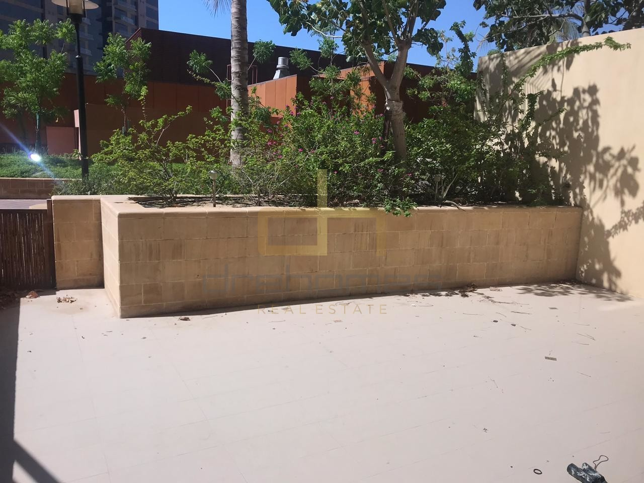 Huge Courtyard 1 Bed | Access to Beach |