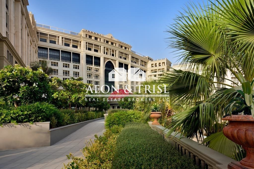 Fully Furnished, 2 Bed Apt in Palazzo Versace