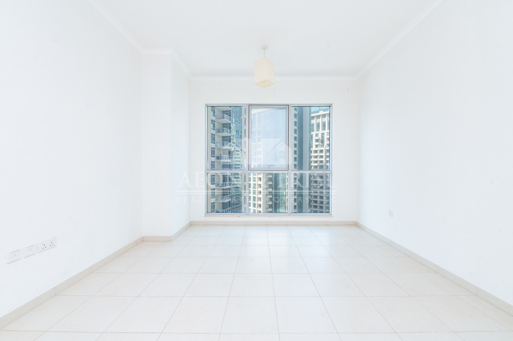 Clean 1 Bed with large layout and Downtown views