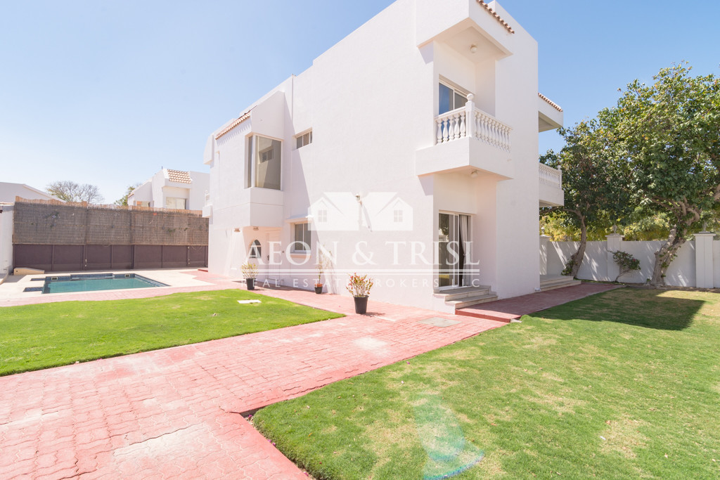 Huge plot and best location 5 Bedroom in Al Safa 2