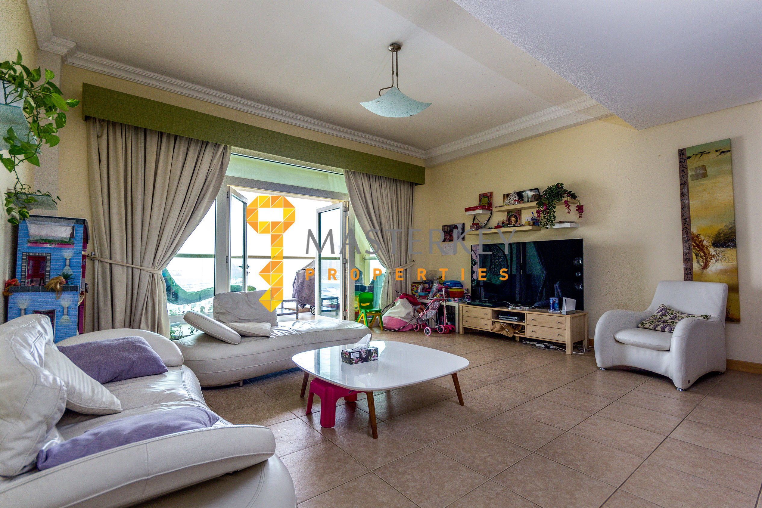 Beautiful Unit on the Beach | Well Furnished