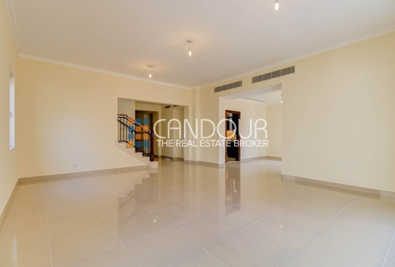 Great Location   Facing Pool and Park Views Type 4