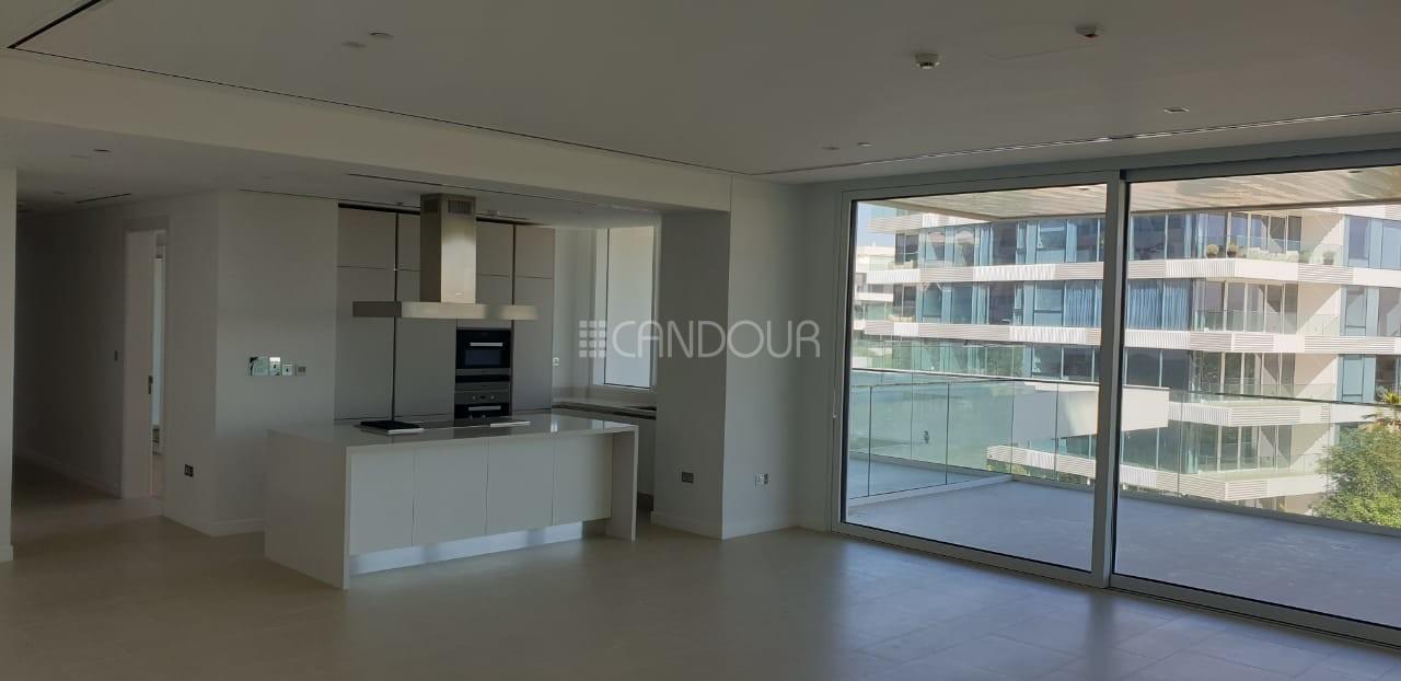 Unique Apartment | Lake | Park |Dubai Skyline View