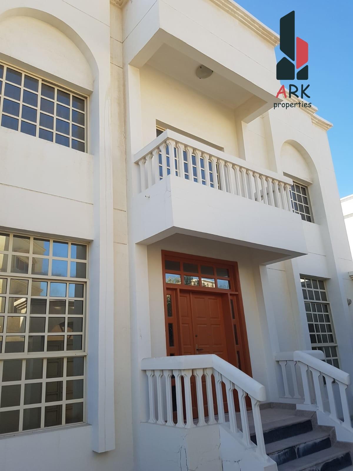 Stunning Bright Elegant Villa in New Busaiteen