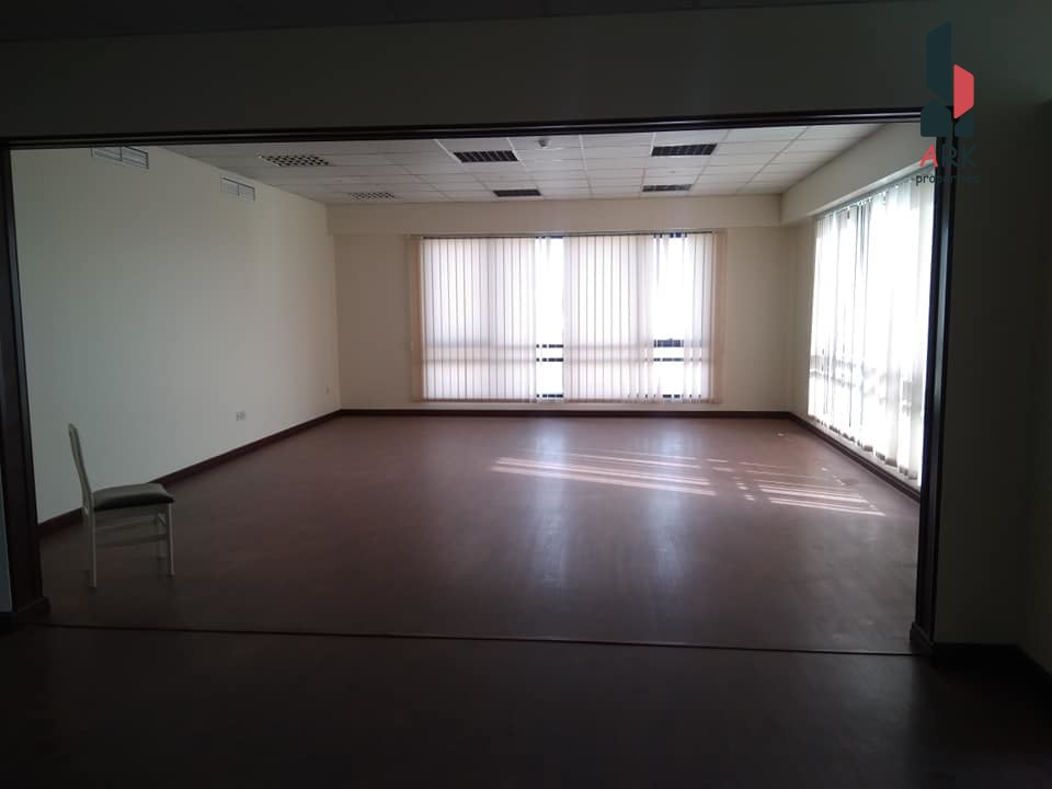 Commercial apartment with easy multiple parking