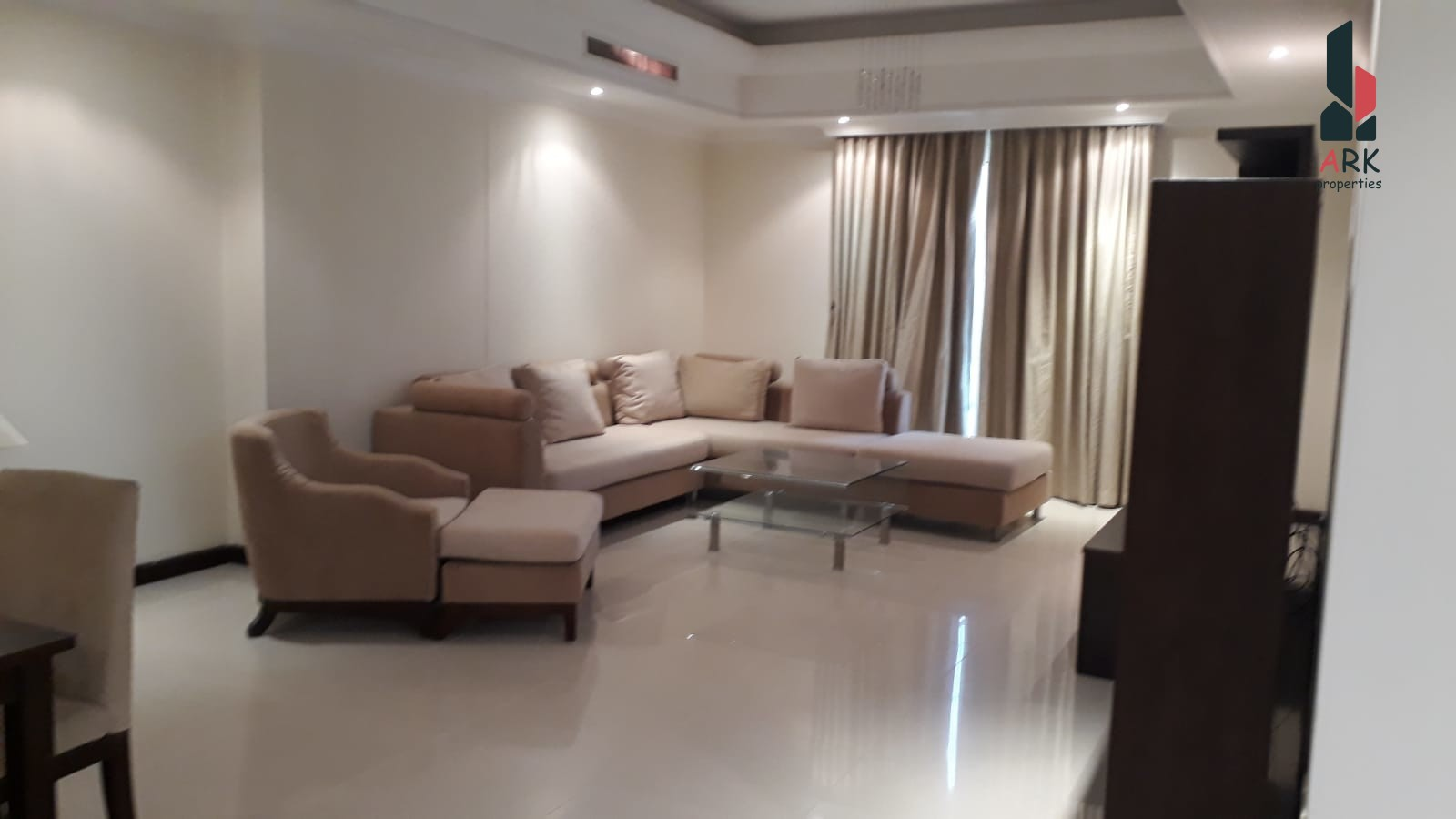 Very Spacious, bright and elegant apartment