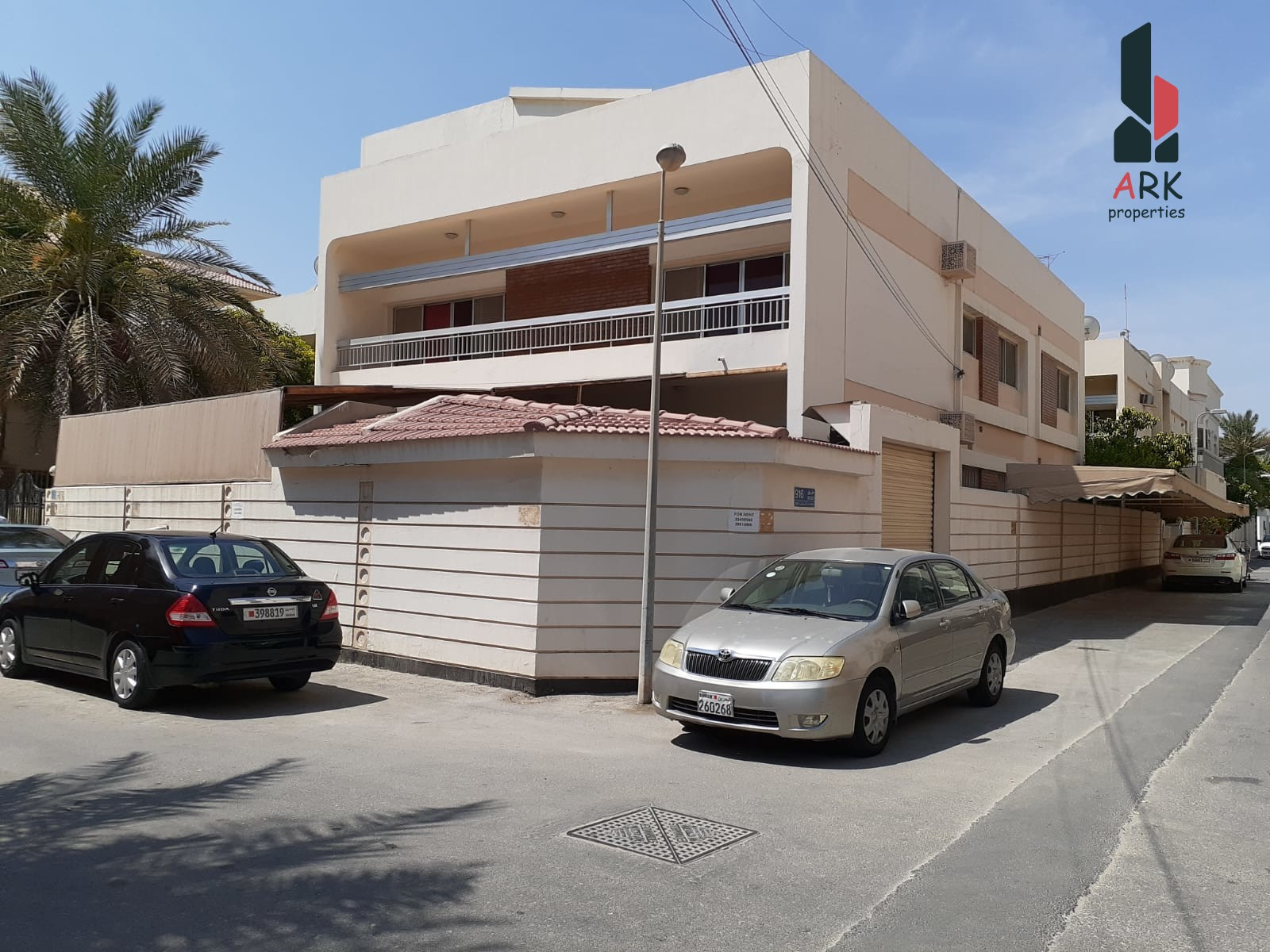 COMMERCIAL VILLA-Stand alone-with garage + parking