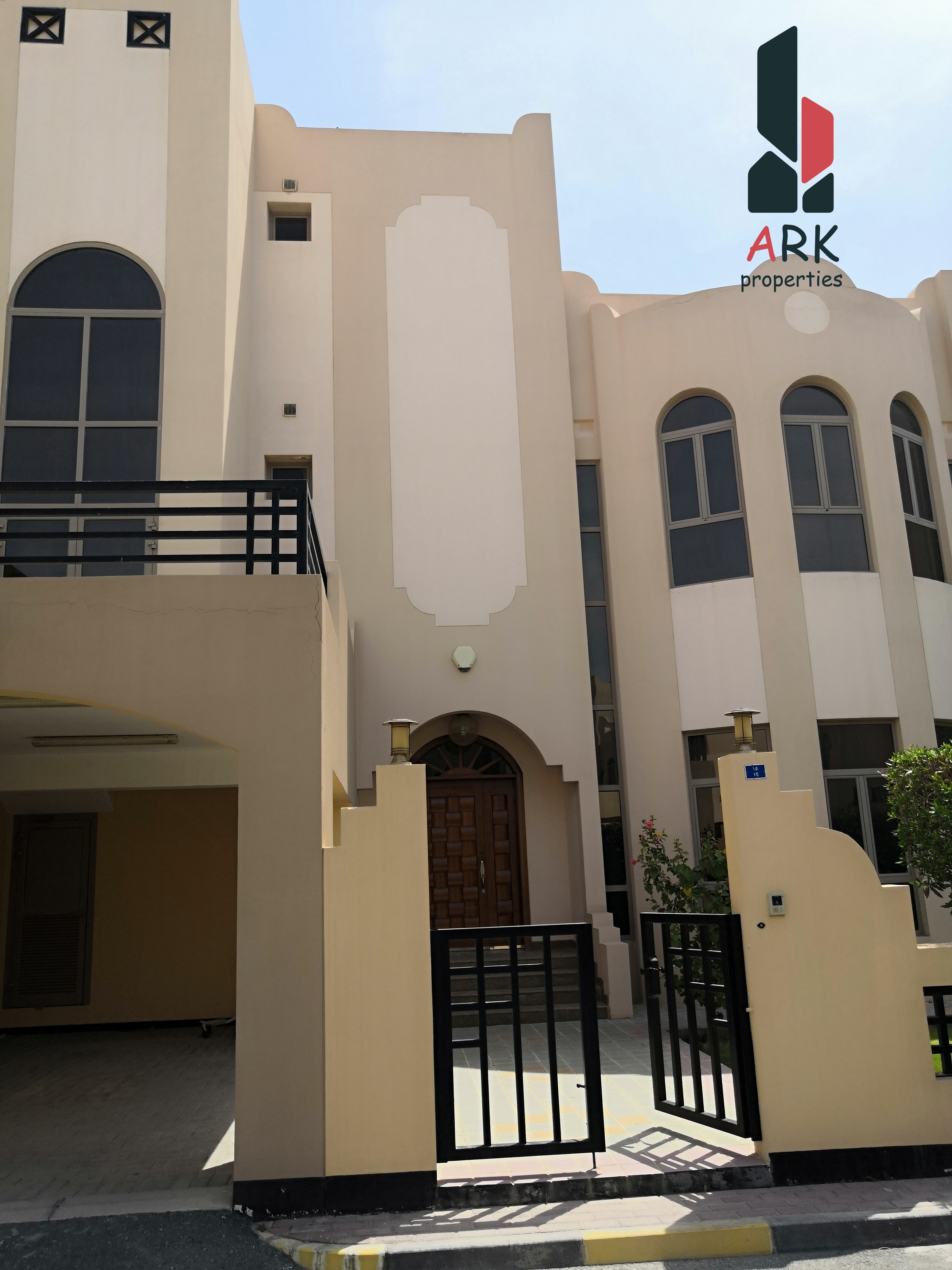 Spacious Fully Furnished 3 story villa in janabiya
