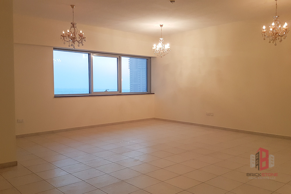 Well maintained 2BR with Business Bay and Sea View