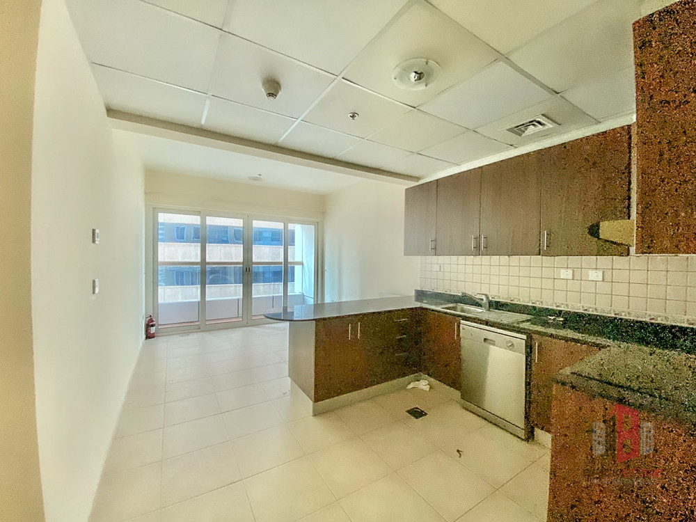 Vacant 2 Bedroom | Close to metro | Superb