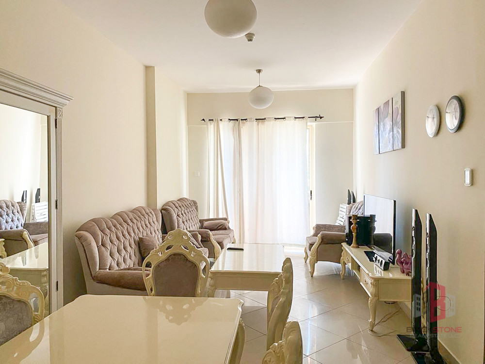 Large Fully Furnished 1BR with Lake view