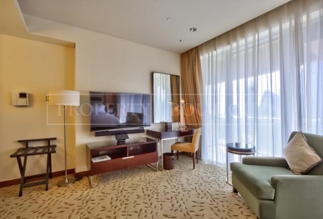 studio-hotel-pool-apartment-the-address-dubai-mall