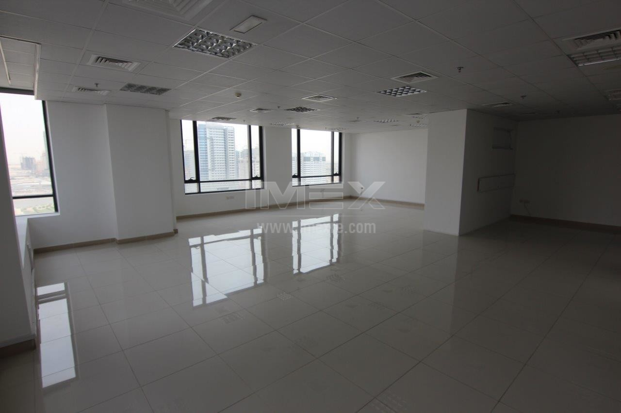 spacious-neat-office-in-jvc