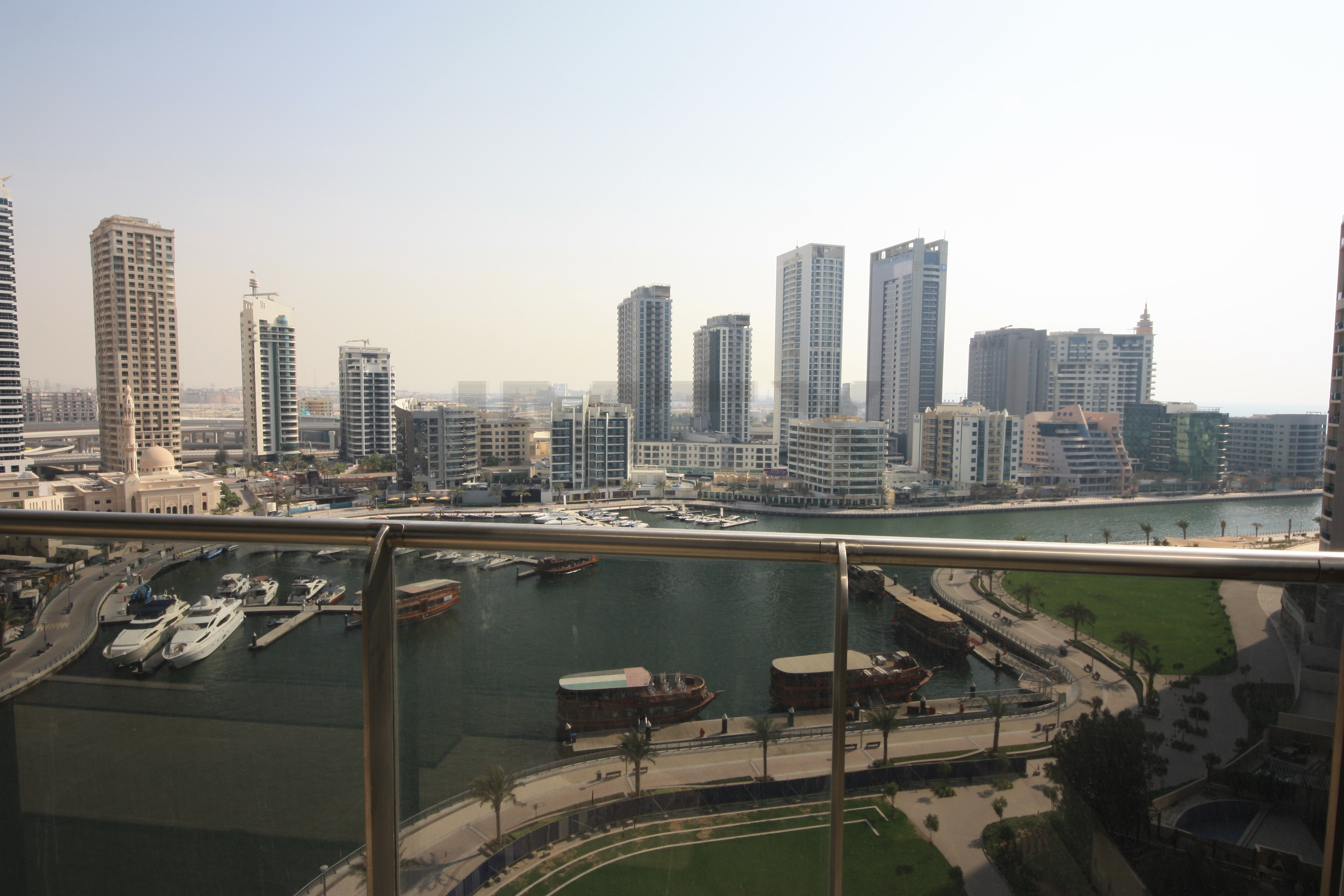 brand-new-spacious-view-to-marina-best-deal