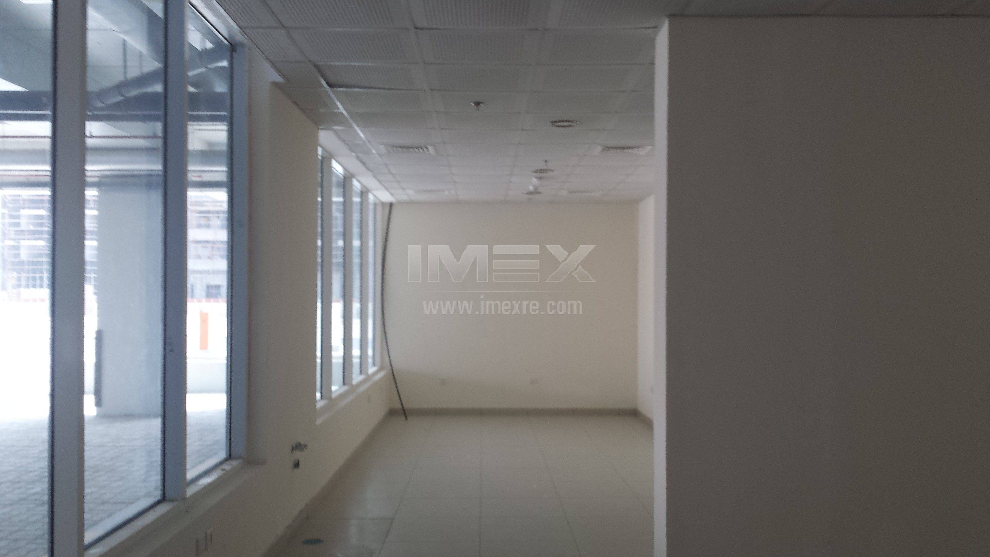 fitted-ready-shop-in-new-building-in-dip