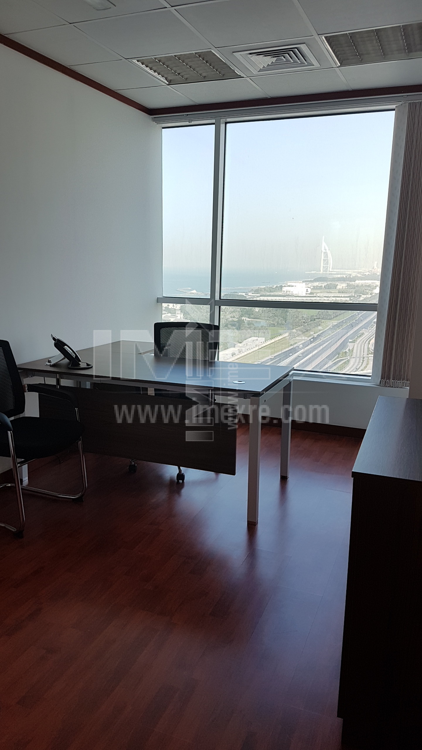 small-furnished-office-in-business-center