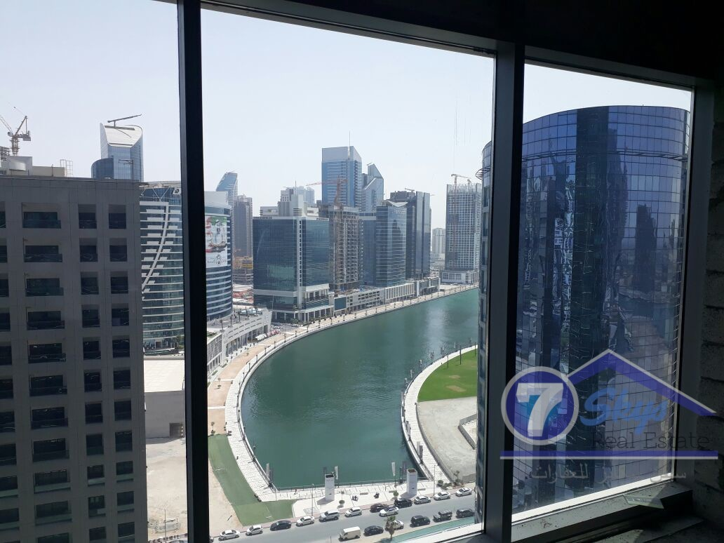 lake-and-burj-view-office-in-binary-510k