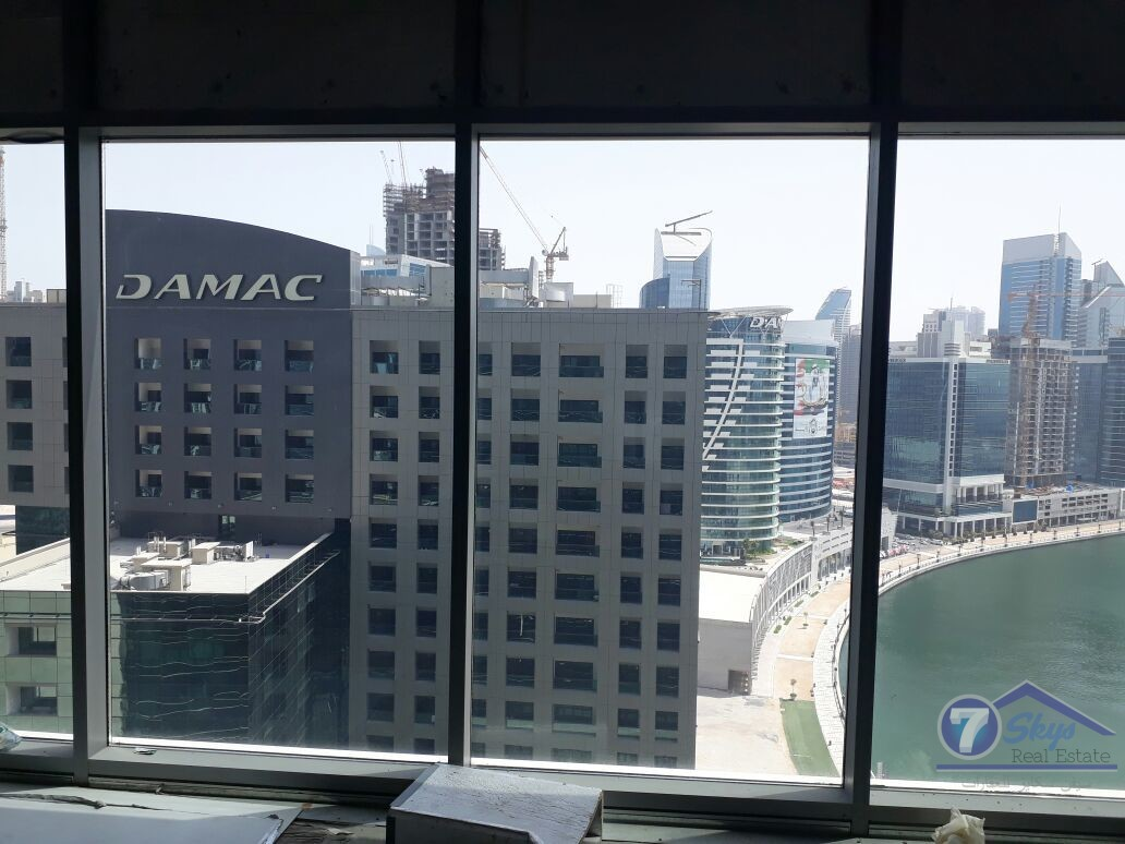 lake-and-burj-view-office-in-binary-only-640k