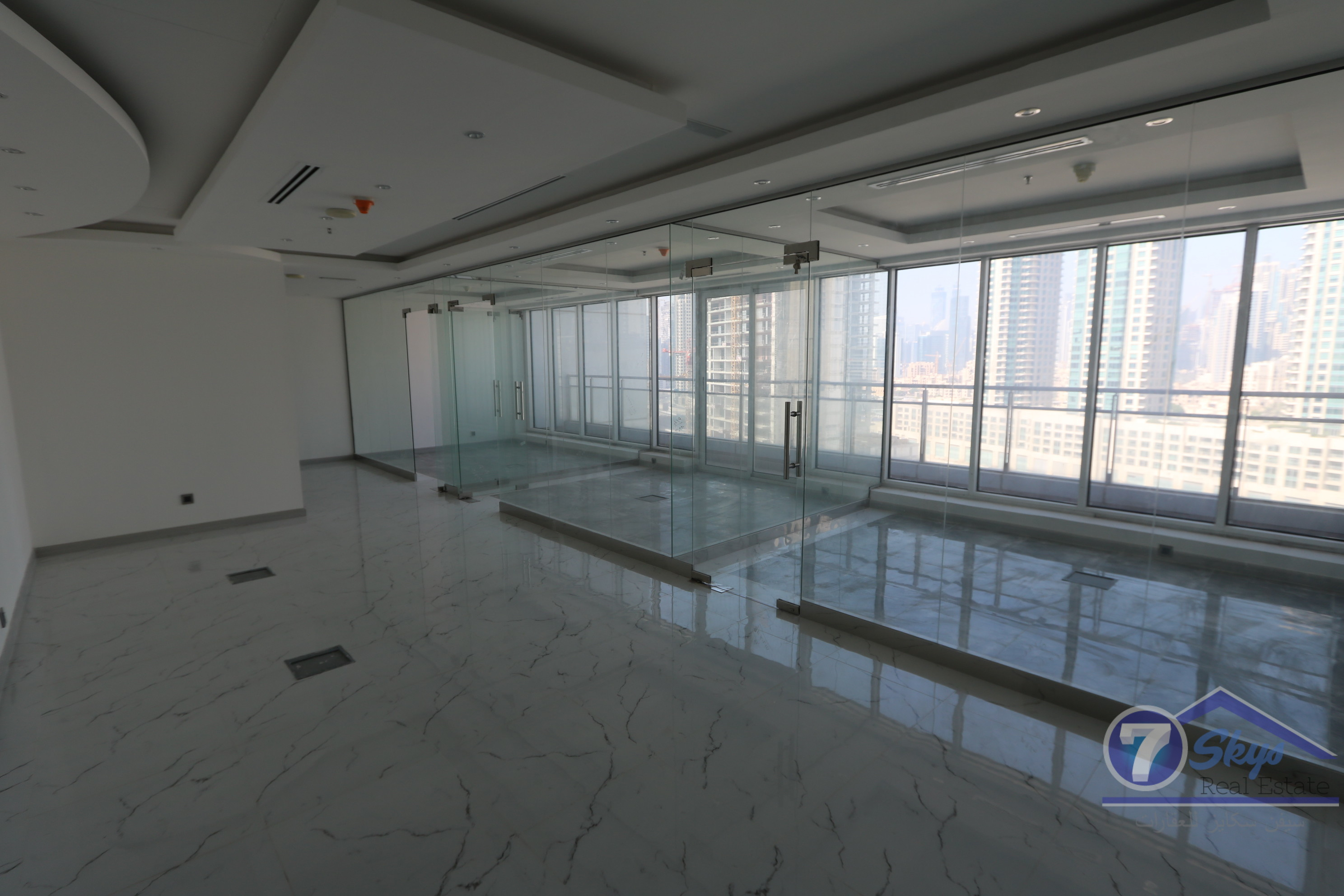 vacant-full-floor-fitted-with-lake-view
