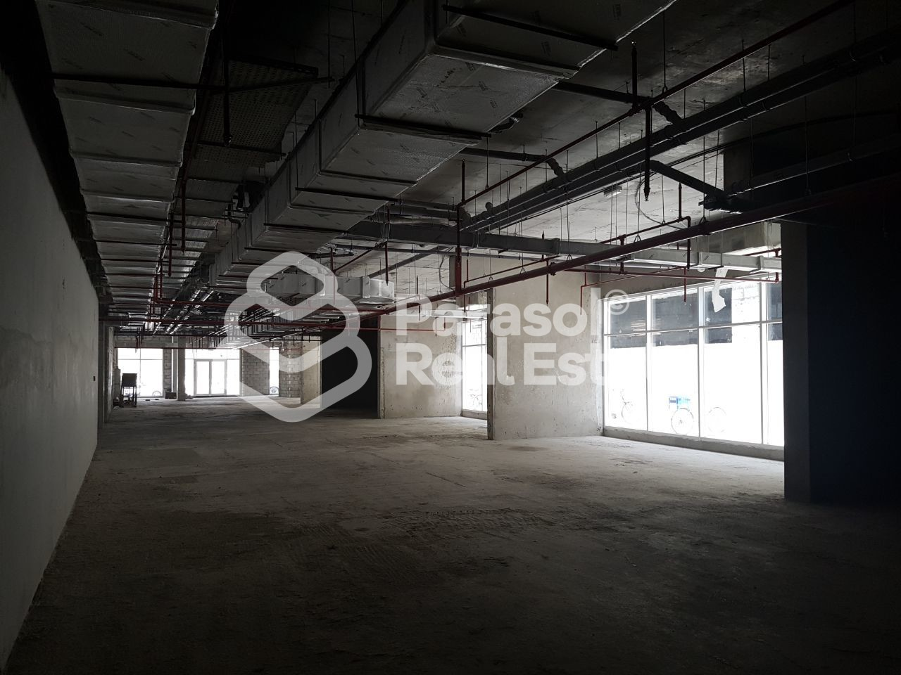 large-size-shops-and-show-rooms-available