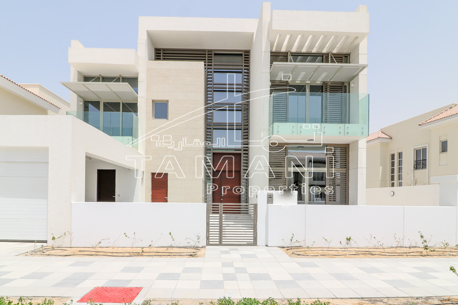 4 Bdroom Contemporary style middle unit - District One