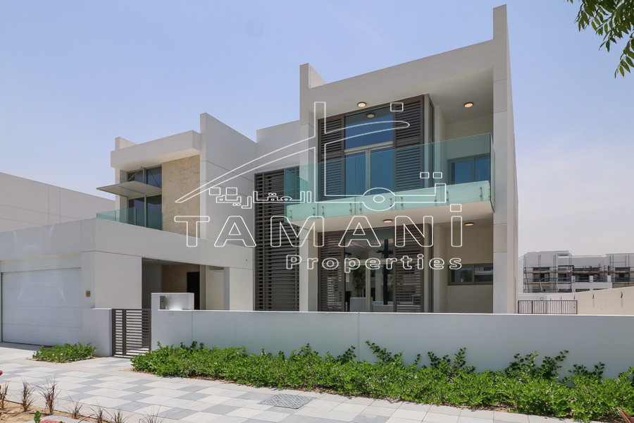 6 BR Contemporary Near Lagoon, Huge plot - District One