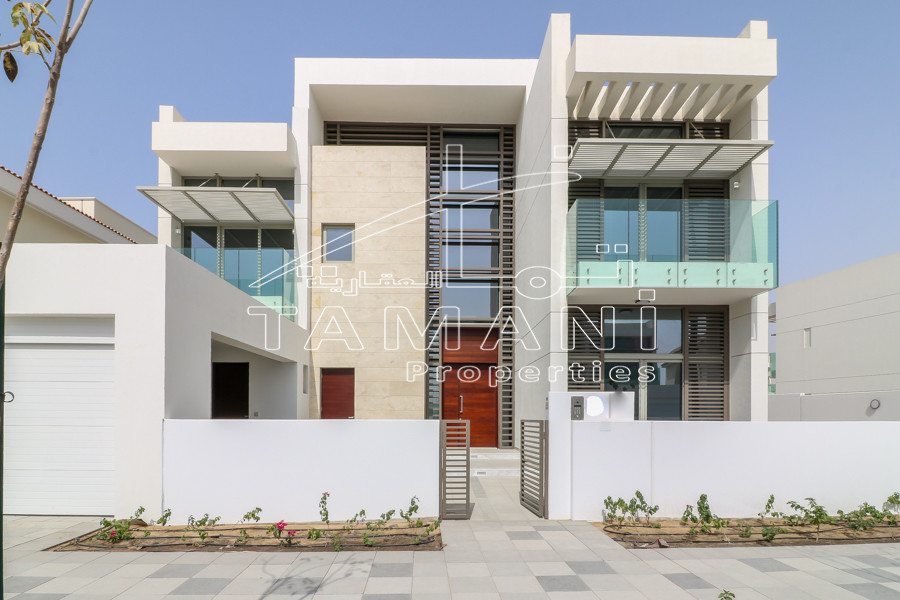 Corner 4 Bed Contemporary Near by Lagoon - District One