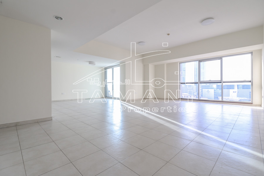 Only 130K 4 Cheques 2200 Sq.ft Sea View - Executive Towers