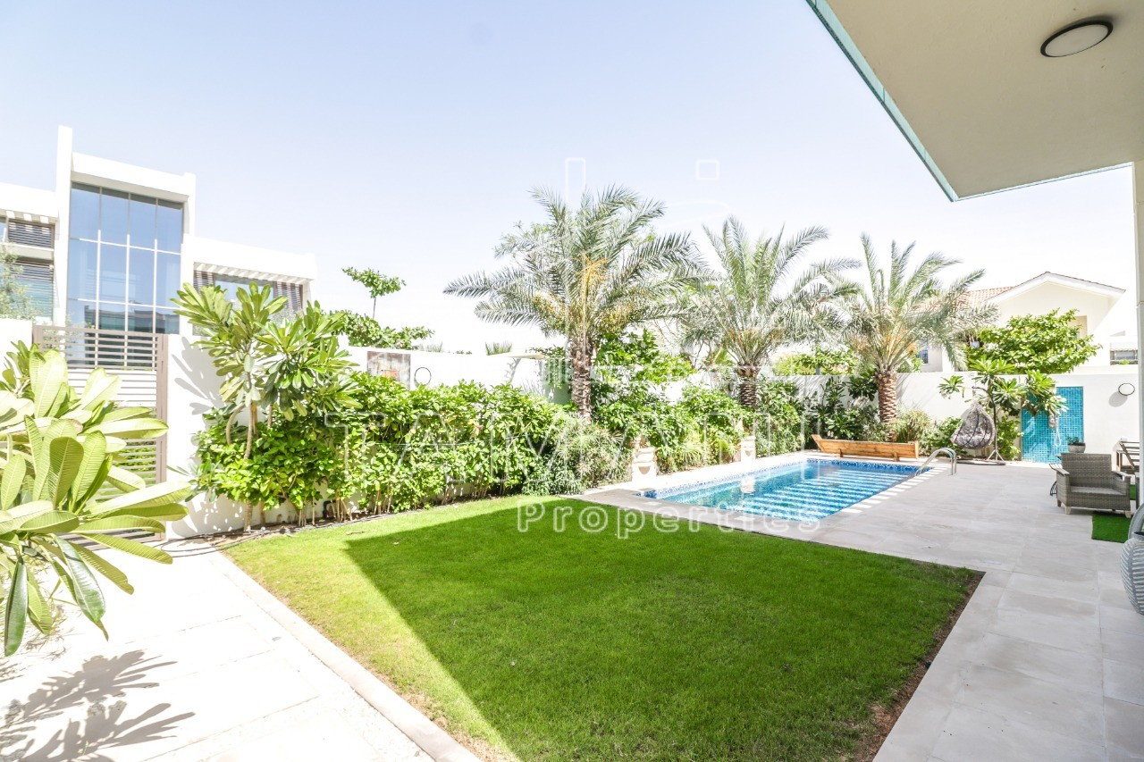 Landscaped 4 bed Contemporary Brand New. - District One