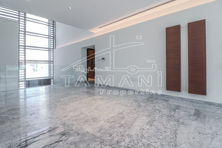 Facing Burj,4BR Contemporary Middle Unit - District One