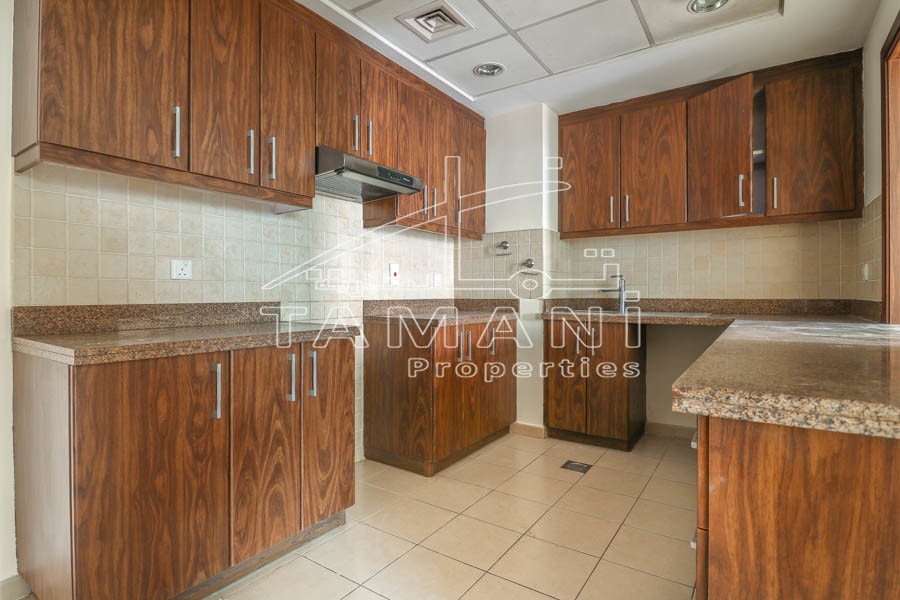 High floor great view, spacious 2BR apt. - Executive Towers