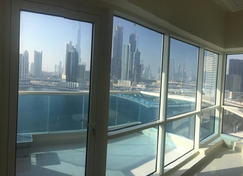 luxury-2-br-with-canal-and-burj-khalifa-view