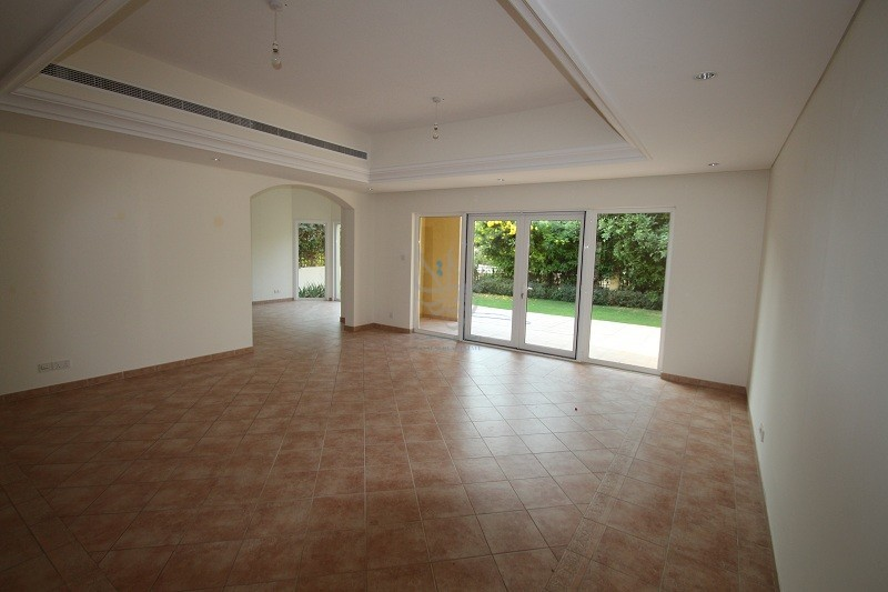 3-bedroom-townhouse-in-green-community-rent