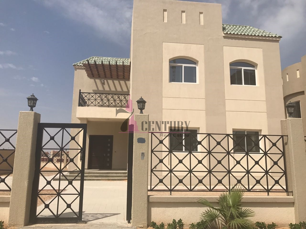golf-facing-5-bed-plus-maid-and-study-room-villa