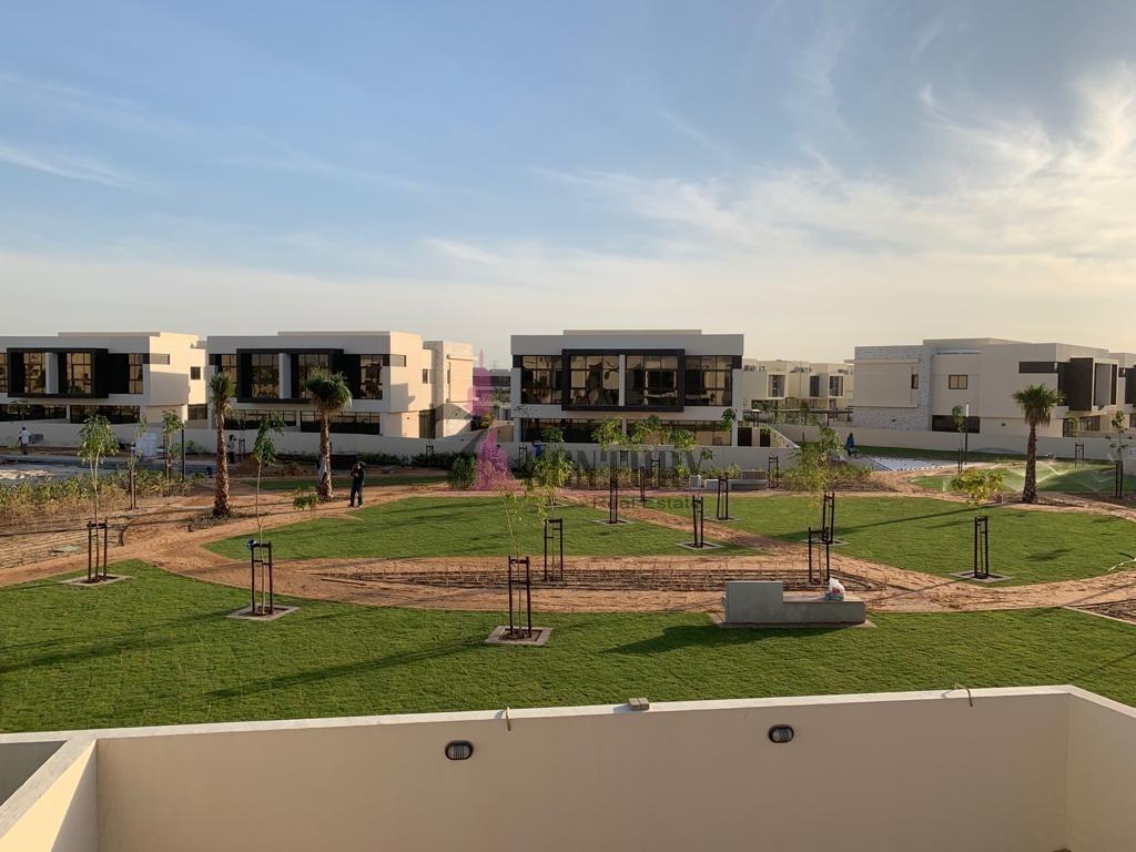 facing-park-th-h-big-plot-modern-4-br-villa