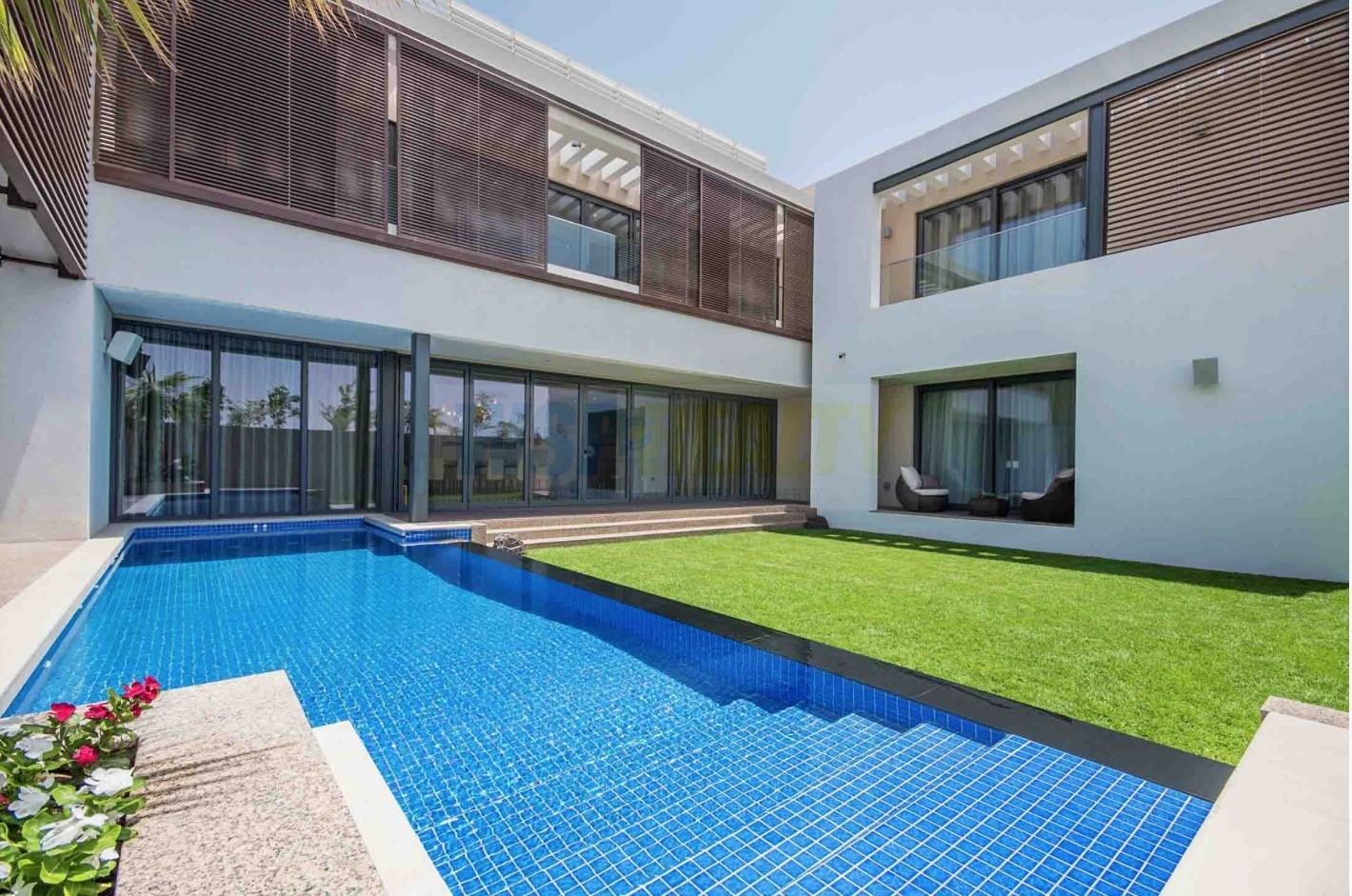 Stunning Four Bedroom Villa with Huge Private Garden